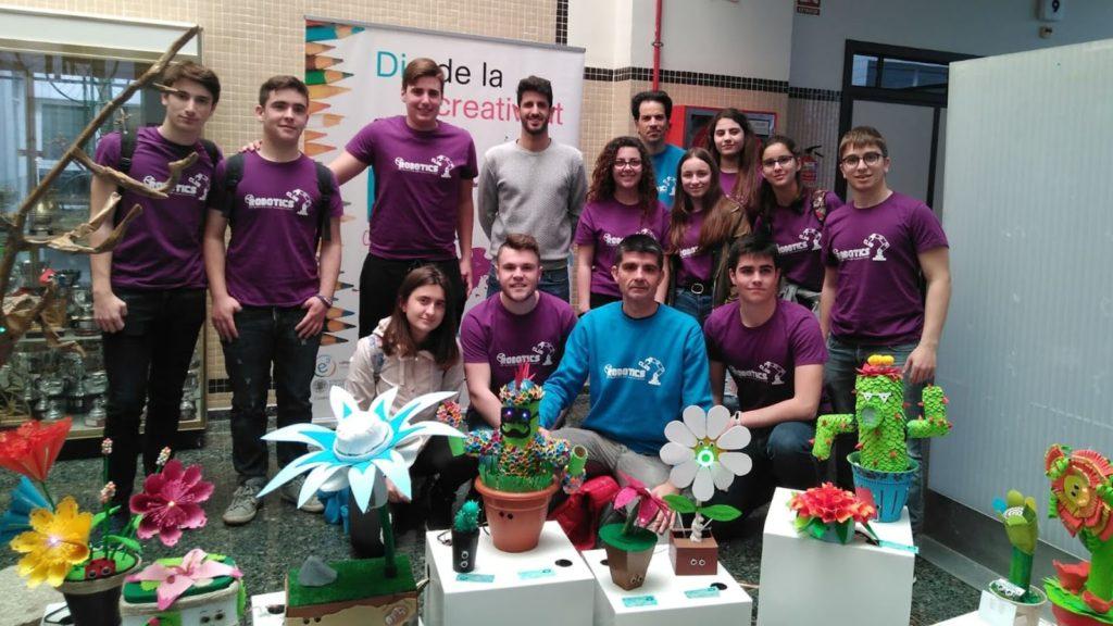 Miembros del Robòtics Club en el Campus de Gandia de la UPV en la exposición del Ciberjardín de la Safor